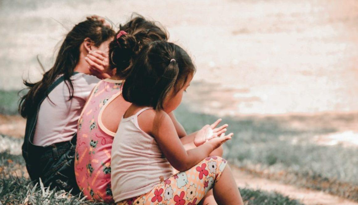 Threechildrensitting